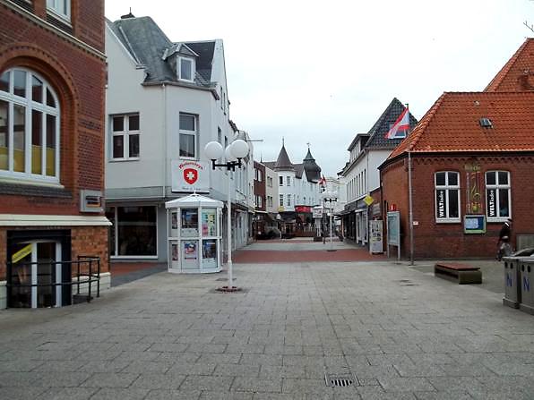 """Stadt Norderney: Hier ein Teil der zentralen """"Poststraße"""""""